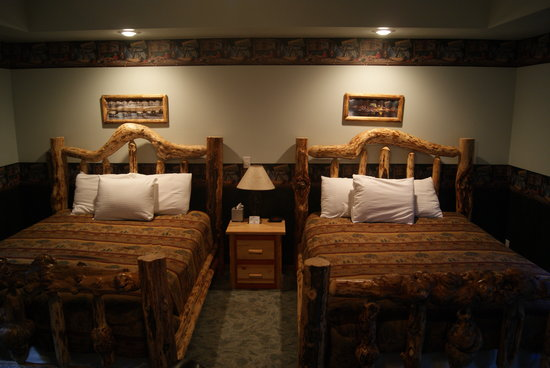 Riverfront Motel & RV Park: Double queen room