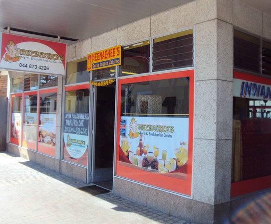 Meenachee's North & South Indian Cuisine : Entrance to the store