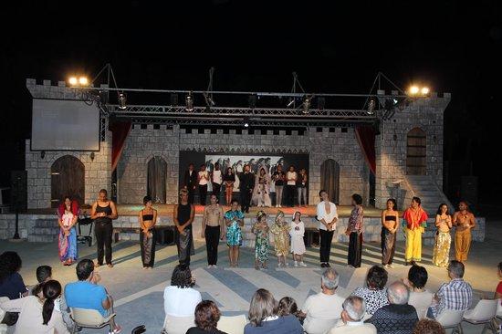 VOI Arenella resort: dal teatro..solo grandi esibizioni!