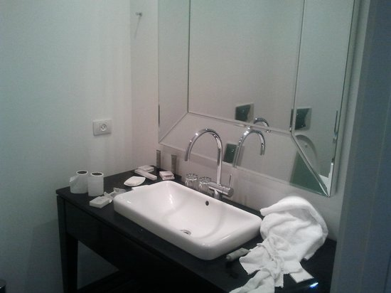 Leonardo Boutique Hotel Tel Aviv: bathroom