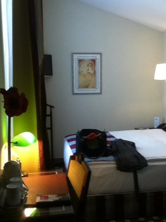 Hotel Aux Remparts: basic room