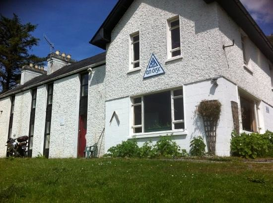 Ben Lettery Connemara Hostel: Now reopened and run by volunteers