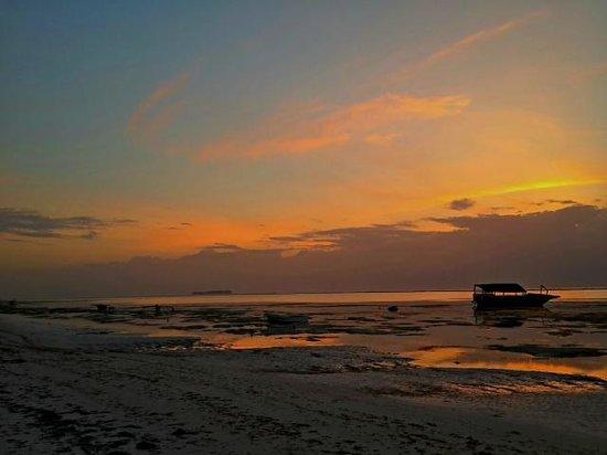 Azanzi Beach Hotel: Sunrise!