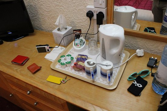 Swn-Y-Mor: Tea and Coffee tray - Tissues even!