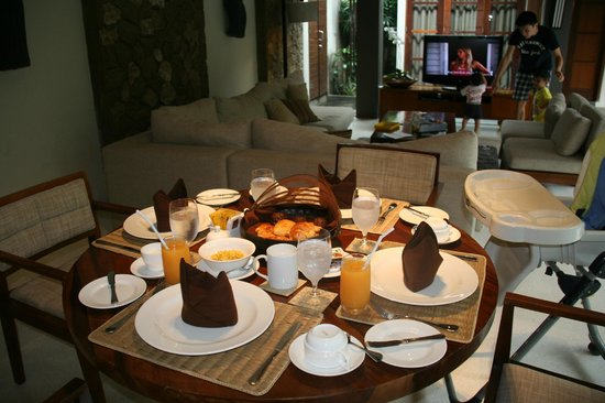 Akara Villas: Nice breakfast ready before waking up in the morning
