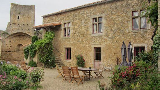 Le Vieux Chateau - chambres et table d'hotes : Le Château