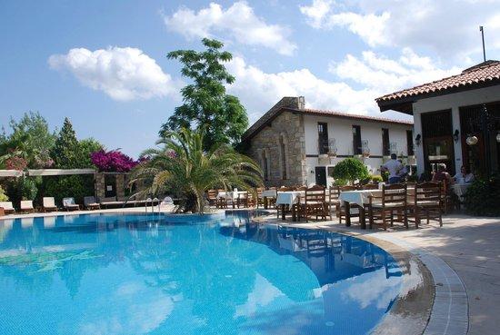 Aydos Club: The pool, bar, breakfast, dining area
