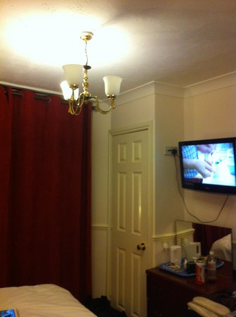 Springfield Hotel London: bulbs in lights but not working