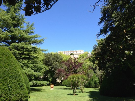 Manoir de la Roseraie : View from garden to Chateau de Grignan