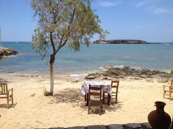 Captain Nikolas: tavolino sulla spiaggia