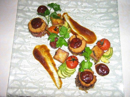 Le Baccarat : Minis Burgers de Canard aux pains d'épices, oignons compotée et jus au chorizo
