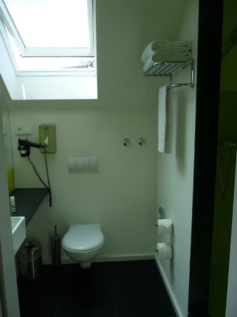Hotel Gat Point Charlie: Hard to get a good photo. Sink and big mirror to the left, large shower stall to the right