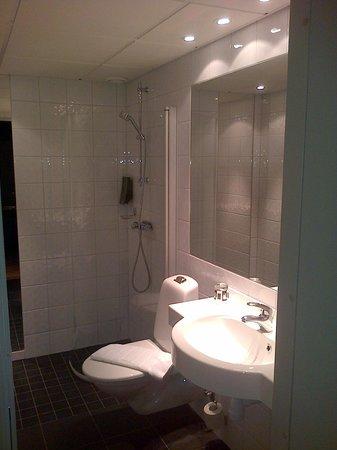 Hotel by Maude: bathroom again