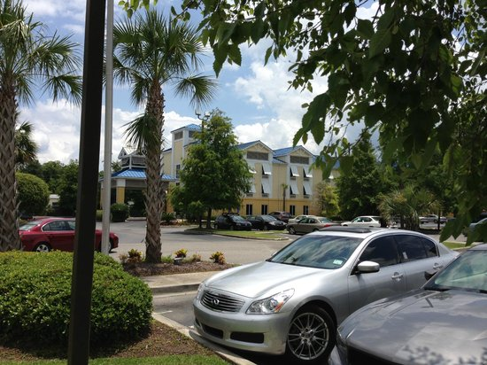 Holiday Inn Express Charleston: Holiday Inn Express from Outside