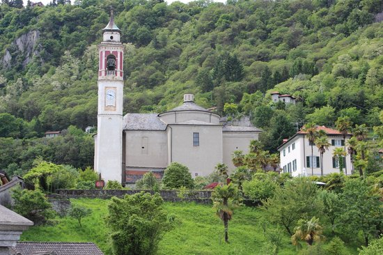 Hapimag Resort Cannero : Church in Cannero which we can see from balcony.
