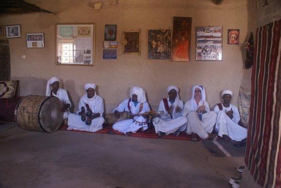 Morocco Extra Tours - Day Tours: Músicos tribales saudíes.