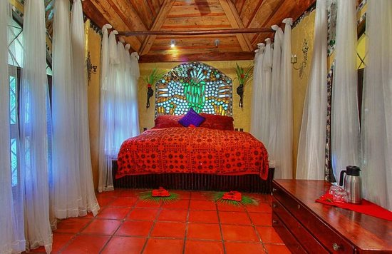 Maruba Resort Jungle Spa: Honeymoon suite chapel room