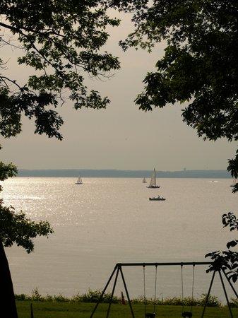 The Livingston Inn: Lake view