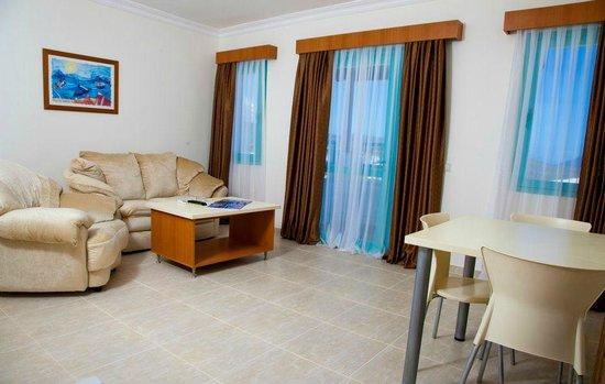 Sunhill Hotel: hotel room