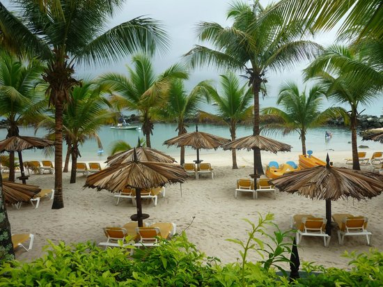 Coco Reef Tobago: The beach
