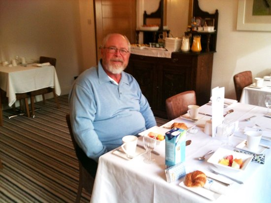 Annandale Guest House: John in the Annendale breakfast room