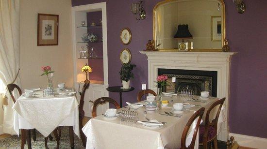 The Ness Guest House: salle petit déjeuner