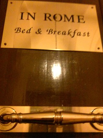 In Rome Bed & Breakfast: Front Door