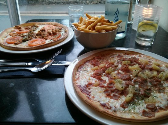 Rumours Pizzeria: Ham and pineapple pizza and chips
