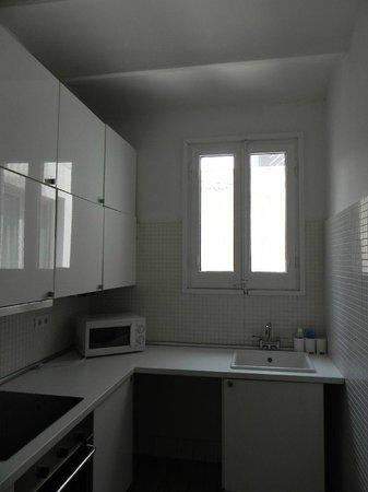 Las Ramblas Passatge Bacardi Apartments: Kitchen