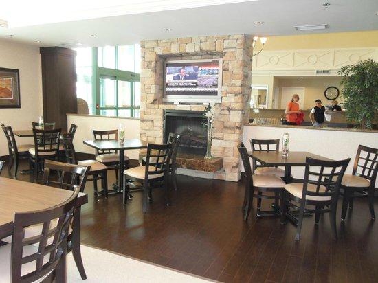 Admiral Inn & Suites: pleasant dinning