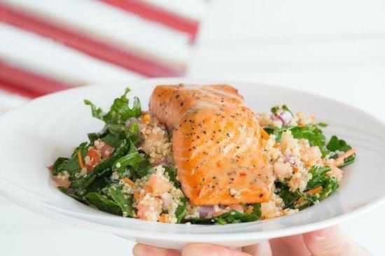 Summer Kitchen Restaurant Cafe: Kale, Qunioa  & Seasonal Fish Salad