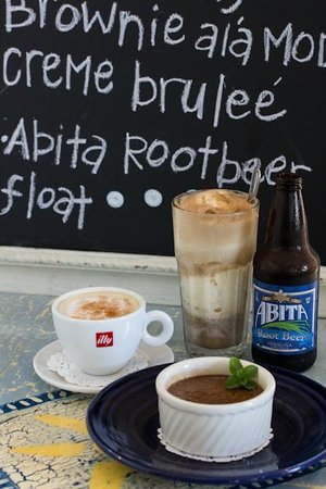 Summer Kitchen Restaurant Cafe: Root Beer Float, Cappuccino & Creme' Brule