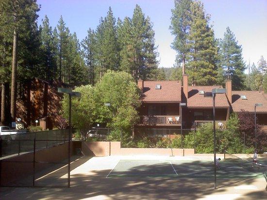 Club Tahoe Resort : Tennis courts