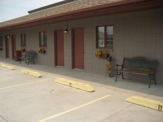 Daltons Bedpost Motel