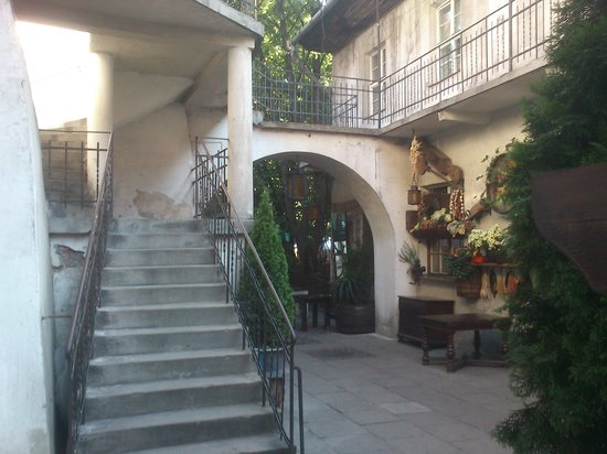 Krakow Direct Private Tours: Courtyard in Kazimierz