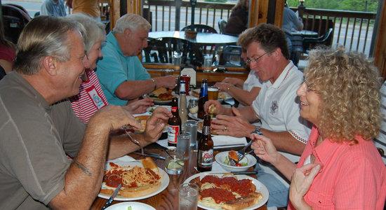 Smokey Joe's Saloon & Grill : Enjoying some Italian