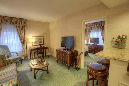 Bell Tower Hotel: Queen Corner Suite