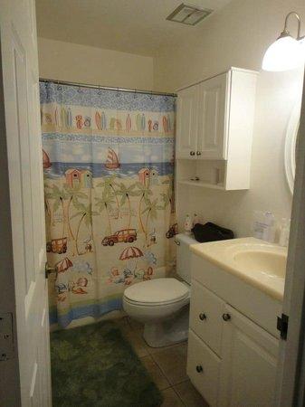 Turtle Bay Condos: Tropical bathroom