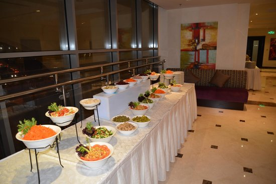 Copthorne Hotel Doha: Outer foyer where food is served