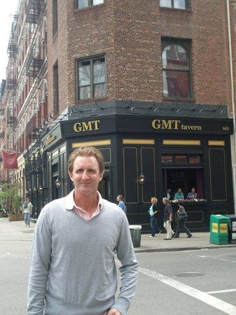 GMT Tavern : Outside GMT