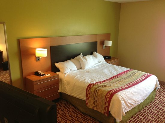 TownePlace Suites Tulsa North/Owasso: Bed
