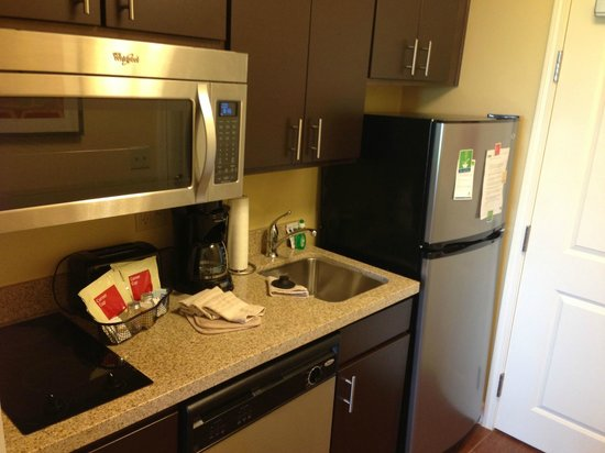 TownePlace Suites Tulsa North/Owasso: Kitchen