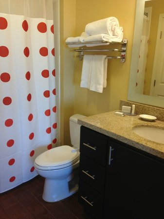 TownePlace Suites Tulsa North/Owasso: bathroom
