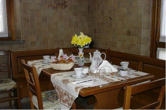 L'Oasi di Pasqua B&B : sala  colazione