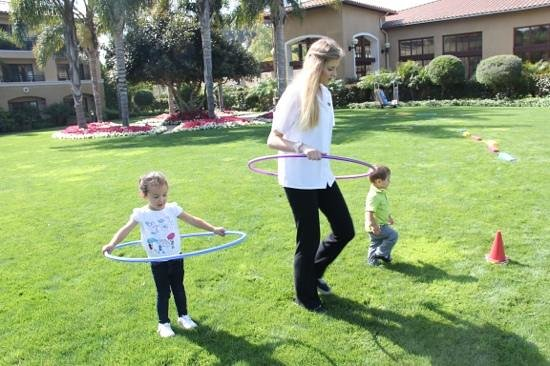 Sheraton Carlsbad Resort and Spa: playing on the lawn!!