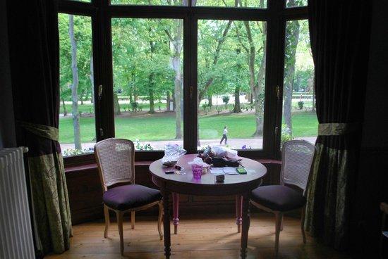 Cote Parc: Suite w bay window