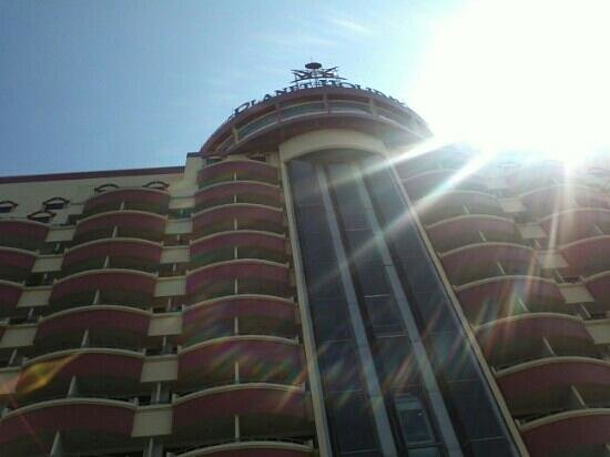 Planet Holiday Hotel : Beautiful sunshine shown on the Hotel