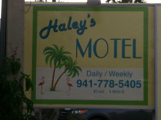 Haleys Motel and Resort: Moyel grounds