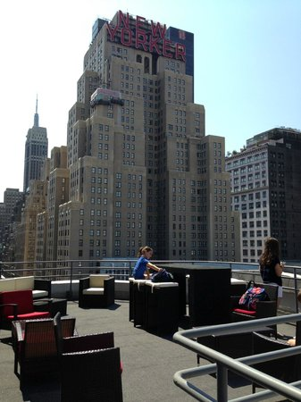 TRYP by Wyndham Times Square South: gorgeous rooftop terrace (15th floor)