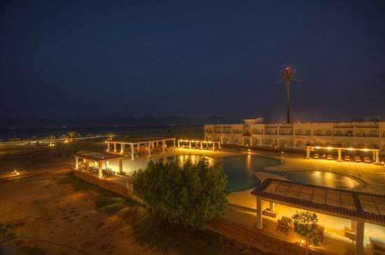Swisscare Nuweiba Resort Hotel: Swisscare by night